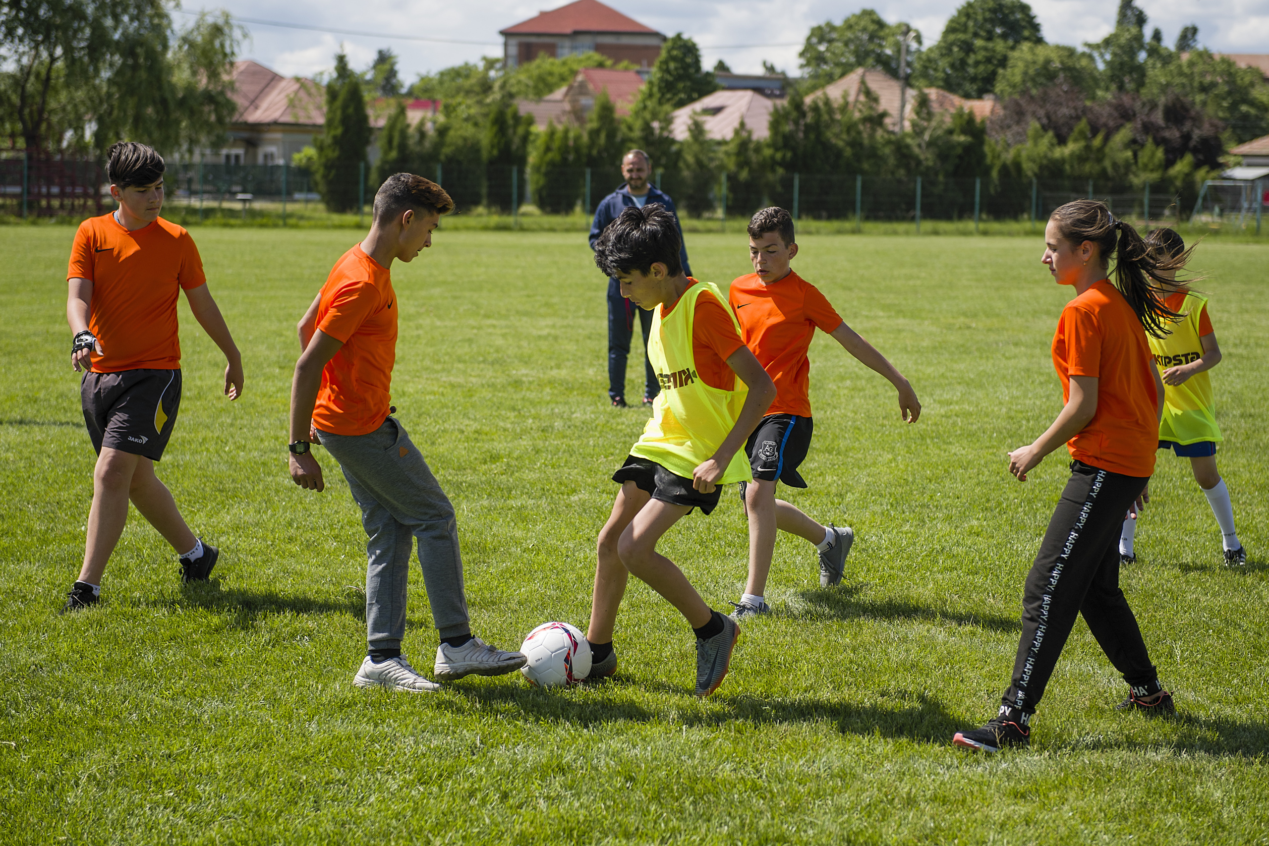Children playing football in Romania ©Tdh/Petrut Calinescu